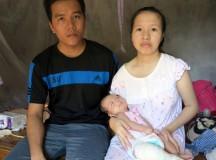 Xót xa nhìn bé gái 4 tháng tuổi tứ chi co quắp vì không có tiền chữa trị