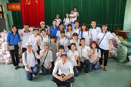 """Phạm Hương truyền cảm hứng """"thanh niên tình nguyện"""" cùng đồng bào miền Trung - Ảnh 3"""