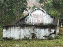 Một ngôi mộ đặc biệt nằm bên sườn núi