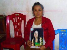Mẹ già tật nguyền 4 năm ròng ngóng trông con gái mất tích bí ẩn