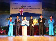 THACO trao tặng xe xe bus cho Trung tâm Bảo tồn và Phát huy di sản Dân ca Xứ Nghệ