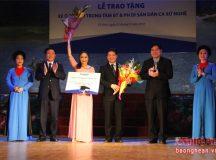 Phó thủ tướng Vương Đình Huệ chúc mừng nghệ sĩ dân ca, ví giặm xứ Nghệ