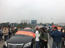 Dân mang 30 ôtô chặn cầu phản đối trạm thu phí