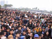 Hàng nghìn người trắng đêm chờ mua vé xem đội tuyển Việt Nam – Indonesia