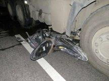 Container đâm xe máy 3 người tử vong