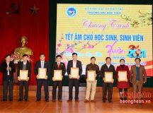 Đại học Vinh tổ chức Tết ấm cho học sinh, sinh viên