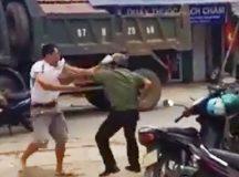 Trưởng công an thị trấn bị đâm khi đang thi đấu cầu lông