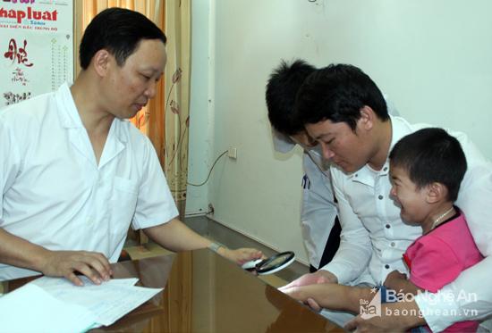 Có nhiều trẻ mắc bệnh đường hô hấp, tiêu chảy, viêm da và tay chân miệng. Ảnh: Thành Chung
