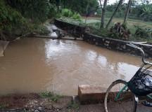 Nam sinh lớp 12 lao mình giữa lũ cứu sống phụ nữ bị đuối nước
