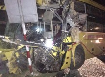 Ôtô khách tông xe container, 2 người chết, 14 người bị thương