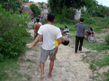 Đi hái sim, bé trai 7 tuổi đuối nước tử vong